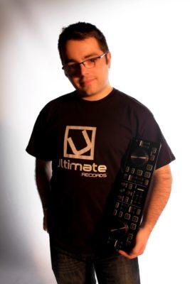 Foto Elias Dj con controlador mini